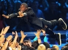 kevin-hart-stage-dive